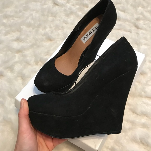 952c2afb900 NEW STEVE MADDEN Black Pammy Suede Wedge 7.5